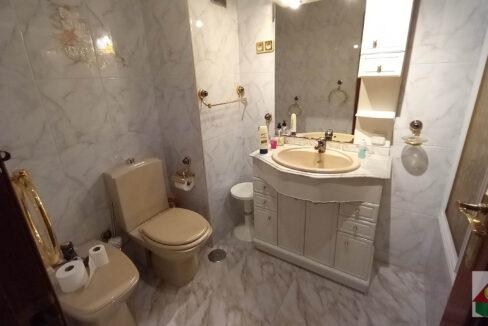 baño1-1-logo